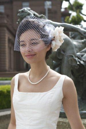 DIY: How to Make a Birdcage Veil - Project Wedding  DIY: How to Mak...